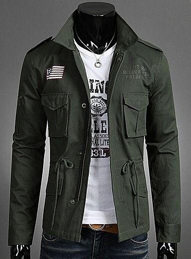Стильная куртка с погонами и принтом