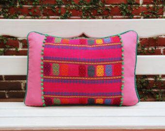 Almohada lumbar con textiles tejidas a mano detalles por CasaOtomi