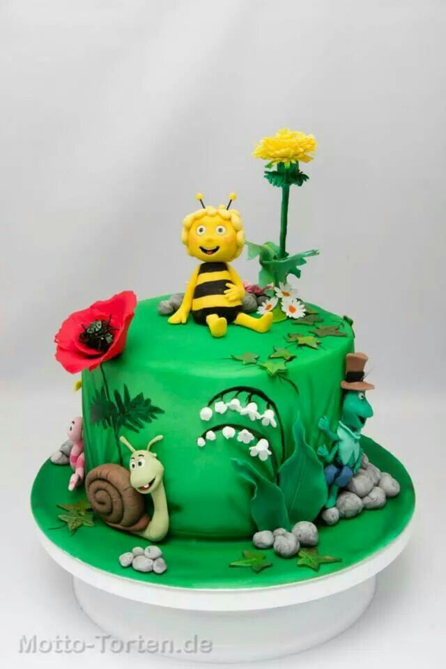 Omg it's Maya the Bee!! I absolutely loved this show when I was little! Adorable cake