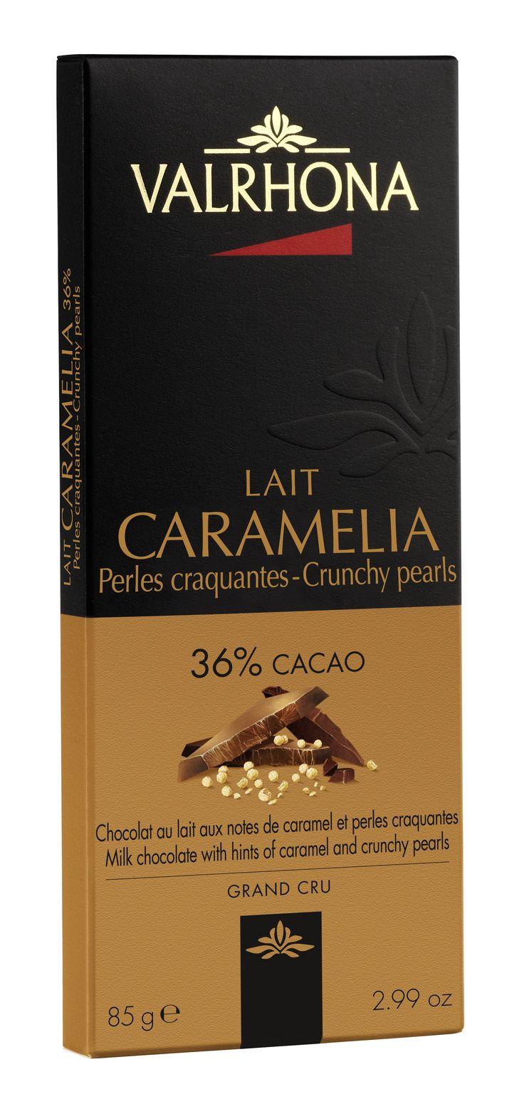 CARAMELIA 36% Perles Craquantes Association gourmande de Caramélia, un chocolat au lait aux notes de caramel crémeux et aux accents cacaotés, et de perles de céréales craquantes. CARAMELIA 36% Crunchy pearls A tempting combination of crunchy cereal pearls and Caramélia, a milk chocolate with a hint of creamy caramel and a touch of cocoa.