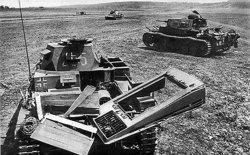 Panzerkampfwagen II Ausf. F (Sd.Kfz. 121) Nr. 265 | Plusieur… | Flickr
