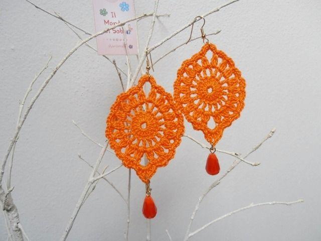 Orecchini goccia realizzati all'uncinetto,in cotone 100%, con perla goccia vetro satinato : Orecchini di il-mondo-di-sabi