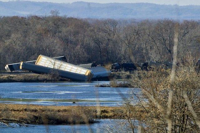 Un train transportant du pétrole déraille au Wisconsin