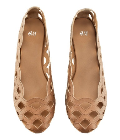 LOVE MY scallop flats! :)  such a good buy... feels like i'm wearing slippers out in service. ha ha.  (H)