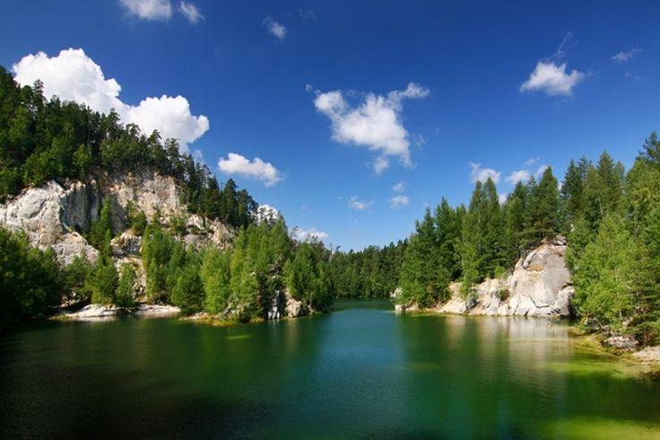 Adršpach-Teplice Rocks, a picturesque lake in a former sand quarry, Czech Republic Photo Jaroslav Machacek - Fotolia.com