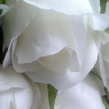 Fehér rózsabimbó szál