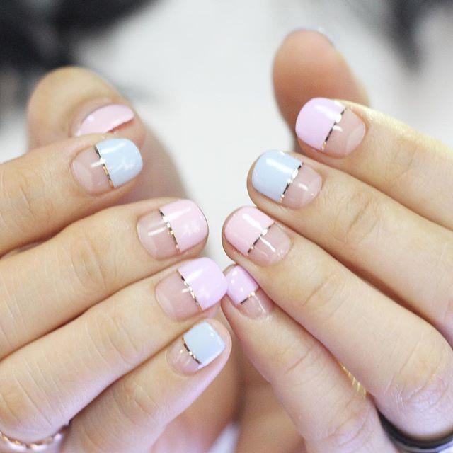 [#유니스텔라트렌드]❤️ 곧 다가올 발렌타인데이를 위해 핑크 컬러를 많이 선택하시네요~ 이번주에는 #프렌치네일 #라인네일이에요 #unistella#frenchnails #linenails #gelnails #nailart#nails#nail#nailedit ✔️유니스텔라 내의 모든 이미지를 사용하실때 사전 동의, 출처 꼭 밝혀주세요❤️