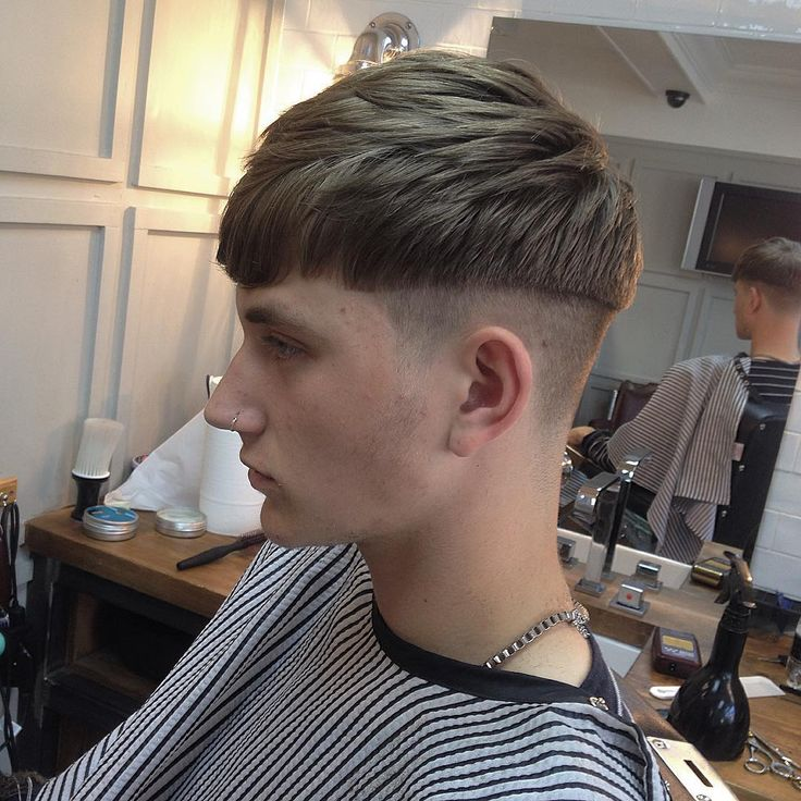 best 25 bowl haircuts ideas on pinterest bowl cut hair bowl cut and bowl haircut women. Black Bedroom Furniture Sets. Home Design Ideas