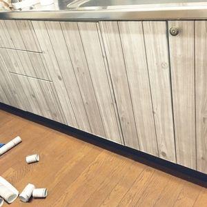 シンクの下を、全面的に木目調にした例。まるでカフェのキッチンのようです。<br><br>↓大きな写真を見る<br>http://roomclip.jp/photo/qWYN