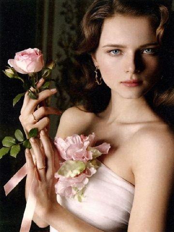 .: Rose, Girls, Sweet 16, Women'S Flower, Style Hair, Women Flower, Posts, Blue Eyes, Vivica Mothers