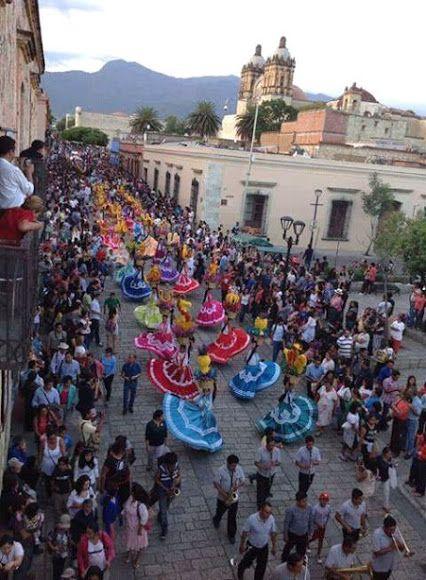 Guelaguetza, Oaxaca se une en la fiesta mas hermosa de todo el estado #Guelaguetza #Oaxaca #Cultura +Mexicanita De Corazón Tour By Mexico - Google+