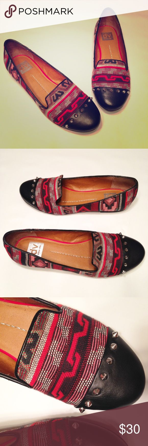 Aztec Flats by Dolce Vita Sz 9 EUC These are so fun - what's better than combining Aztec and spikes?! Comfortable Dolce Vita size 9 flats in EUC, almost no sign of wear. Pair perfectly with skinny jeans or leggings! Dolce Vita Shoes Flats & Loafers