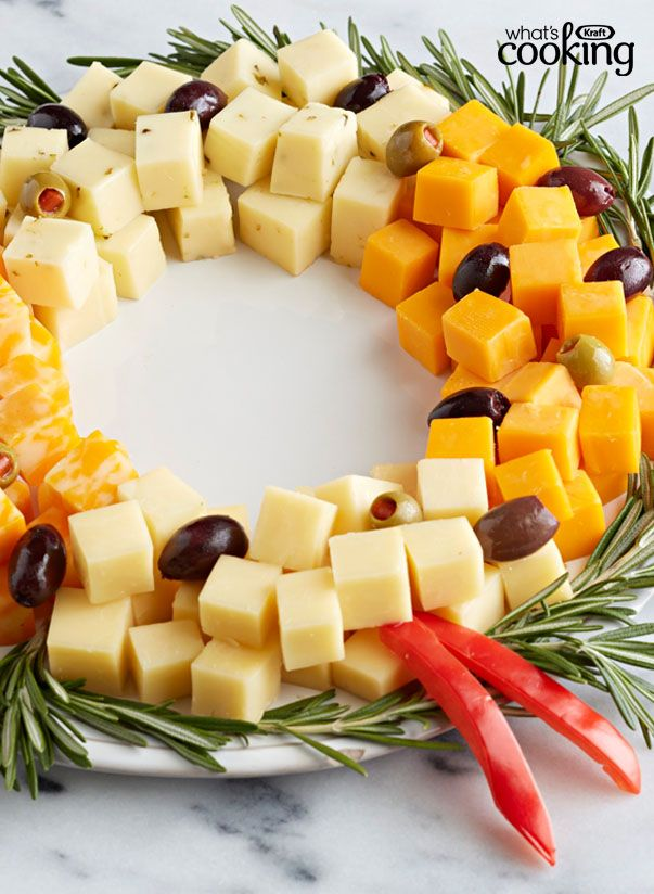 Easy Cheese Wreath #recipe