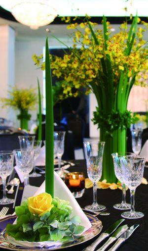 エレガントな会場に合いそうな背の高い装花☆ 黄色の会場装花のアイデアまとめ。