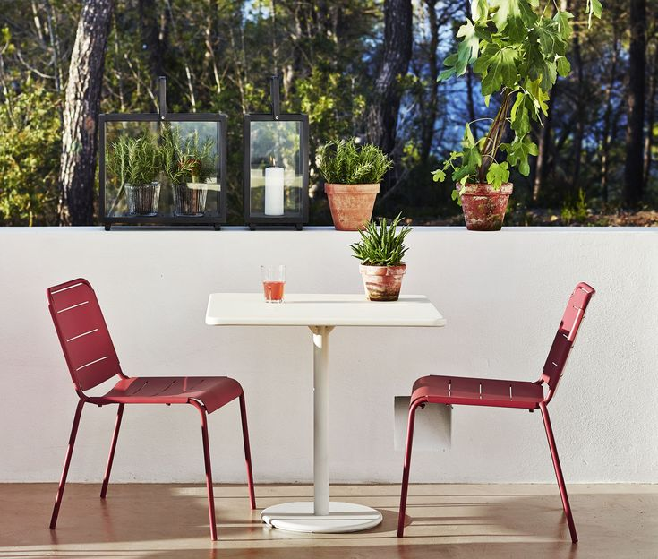 the copenhagen dining chair is made from aluminum with allweather powder coating and come
