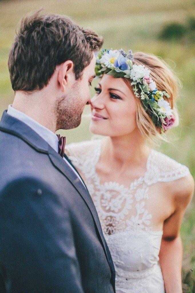So pretty! The gorgeous bride with a floral crown #wedding #flowers #woodland #bride #weddinghair