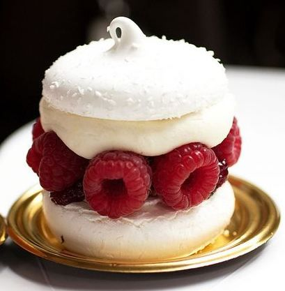 Christmas: Glamour and traditional: Mini Pavlova