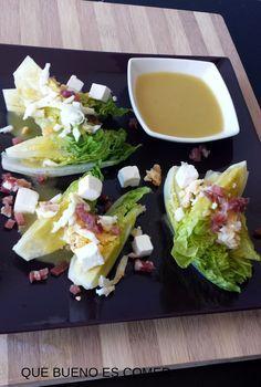 QUE BUENO ES COMER: Cogollos de lechuga romana con vinagreta francesa, jamón y queson feta.