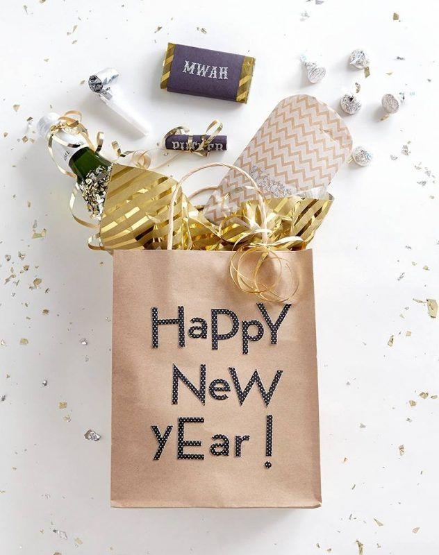 Make New Year Day Unique For Him By Sending Flawless New Year 2019 Wishes That Express Your E New Years Eve Decorations Happy New Year Gift New Years Eve Party