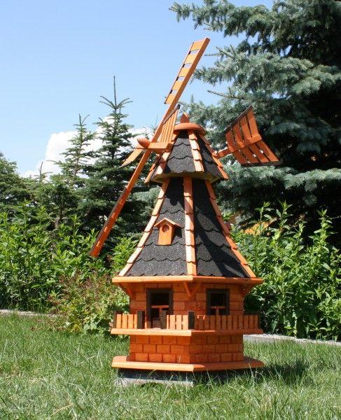 Große Gartenwindmühle mit Solarbeleuchtung.