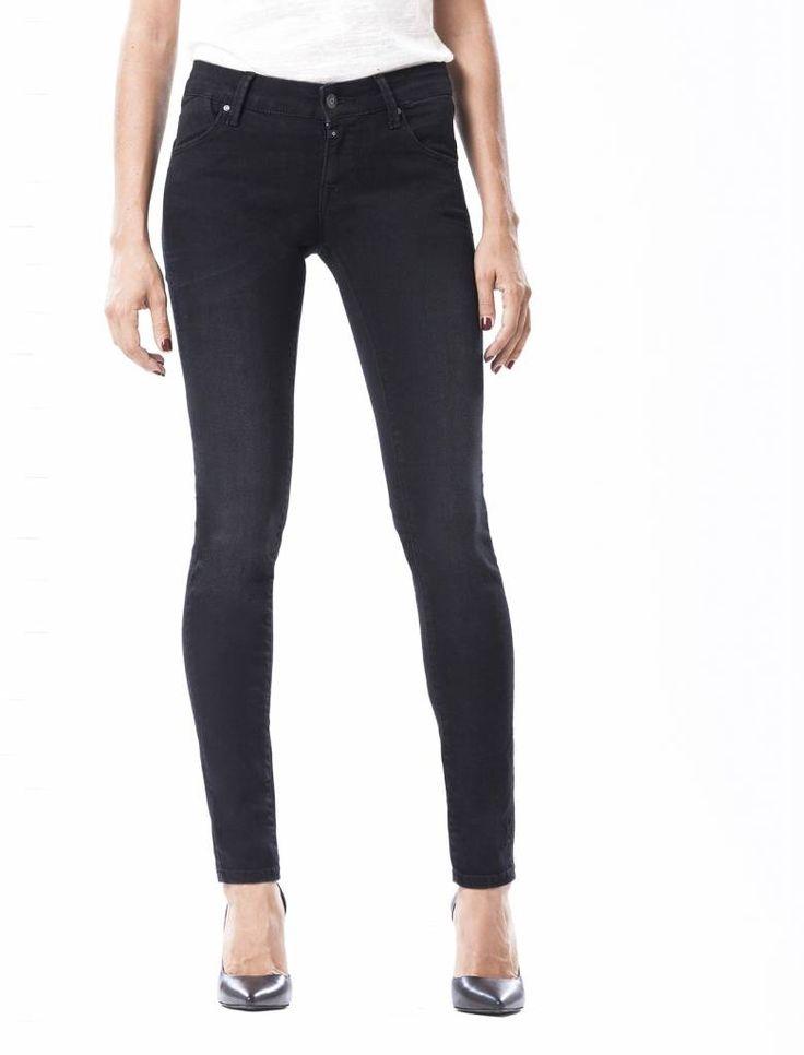 Gina Black Vintage Push-up Jeans  Description: Cup Of Joe is een denimlabel dat al dertig jaar te boek staat als een betaalbaar brand. COJ haalt zijn inspiratie uit de fijne vaak kleine dingen des levens. Daar jeans deel uitmaakt van ons dagelijks bestaan moeten we er net zo van genieten als bijvoorbeeld ons gebruikelijke kopje koffie. Dat is het motto.Of je nu een vintage een versleten indigo of zwarte strakke jeans wilt - bij voorkeur een exemplaar dat je dag en nacht kunt dragen - er is…
