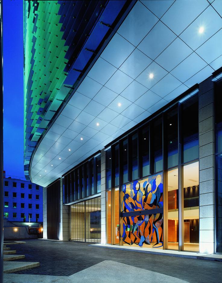 Los pisos corporativos aprovechan al máximo la iluminación natural.