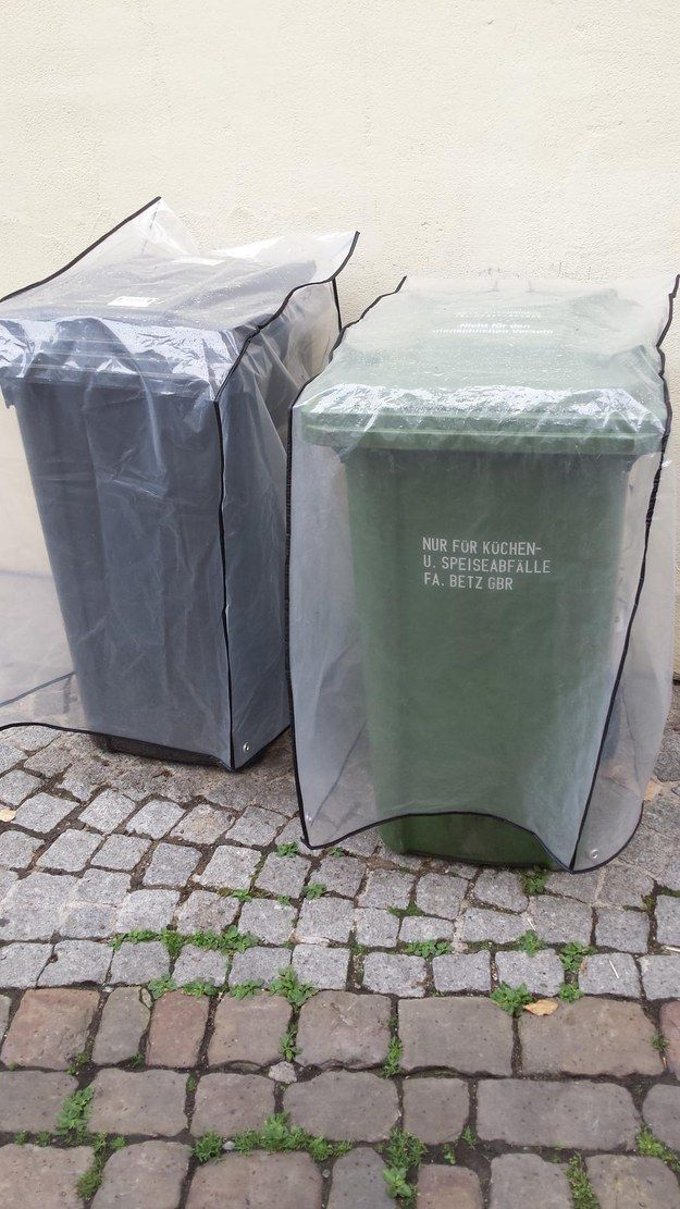 Als jemand seine Mülltonnen vor Regen schützte. | 19 Dinge, die nur in Deutschland passieren konnten