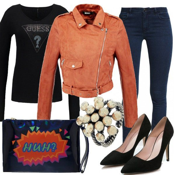 Per una serata in pizzeria o al cinema con le amiche un outfit divertente e sexy. Jeans skinny abbinato a décolleté e maglia aderente nera Guess. La giacca corta rust in finta pelle è davvero deliziosa insieme alla clutch colorata e all'anello con pietre. Super glamour ragazze.