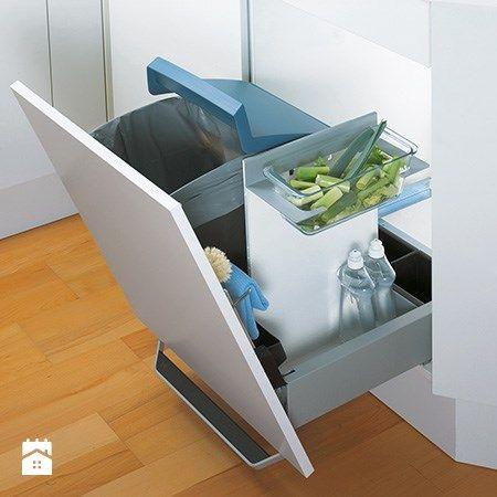 Innowacyjne rozwiązanie pojemnika na odpadki, który może być używany na kilka sposobów. Wyposażony w duży pojemnik, żaroodporny, szklany pojemnik, uchwyt na przybory kuchenne, torbę na makulaturę oraz ...