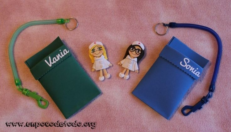 www.unpocodetodo.org - Salvabolsillos de Vania y Sonia - Salvabolsillos - Broches - Goma eva - crafts - custom - customized - enfermera - enfermeria - foami - foamy - manualidades - nurse - personalizado - 1