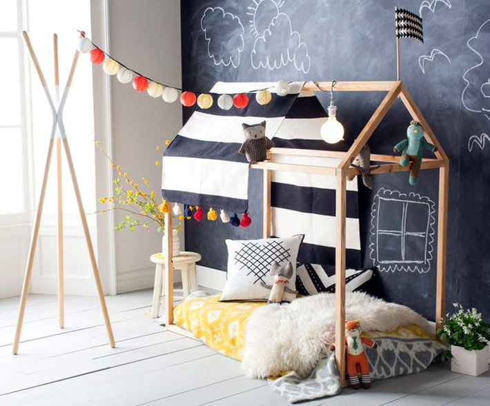floor beds for toddlers is a popular topic as of late with everyone tallying up the pros and cons and deciding whether a floor bed is best for their