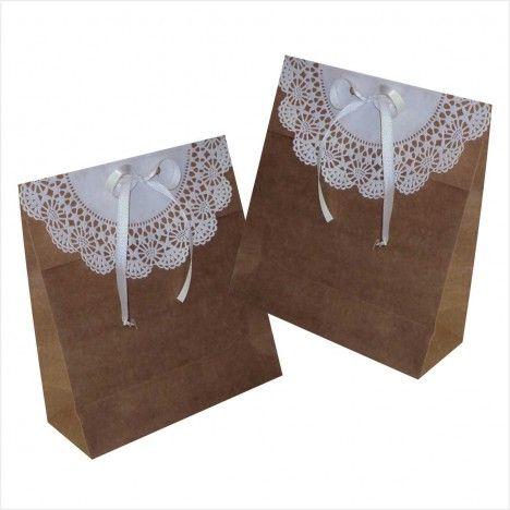 Sacola kraft com detalhe de papel rendado
