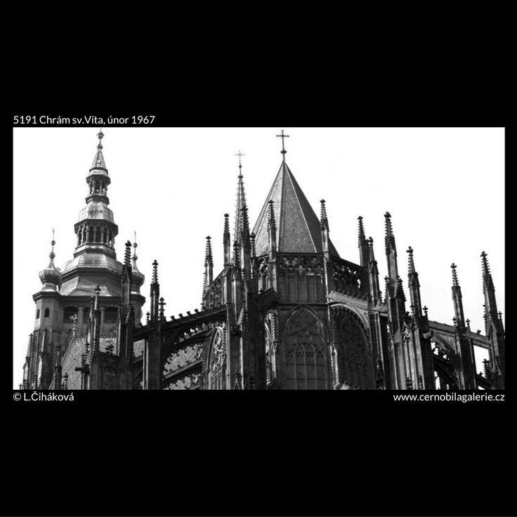 Chrám sv.Víta (5191) • Praha, únor 1967 • | černobílá fotografie, věže, architektura, katedrála |•|black and white photograph, Prague|