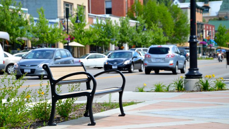 #Mountain #Classic #bench in #Rossland, BC #madeincanada #recycledplastic #sitefurniture #landscapearch #design