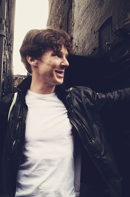 Benedict Cumberbatch - I love his smile. It's just so...happy! Look how crinkled his eyes are, you can tell he smiles a lot! (o: Practically joy personified on a human face. I love this man!! xoxo