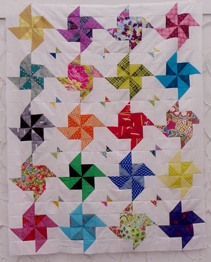 Little Island Quilting: Half square triangle quilt LOVE the little bits in between the pinwheels
