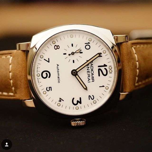 The surprisingly thin #Panerai PAM655 Radiormir 1940 white dial. Make sure you check out  @8past10 for even more beautiful pictures like this one from @kristianhaagen  https://8past10.com/blog/147-30-amazing-panerai-wristshots-from-our-users
