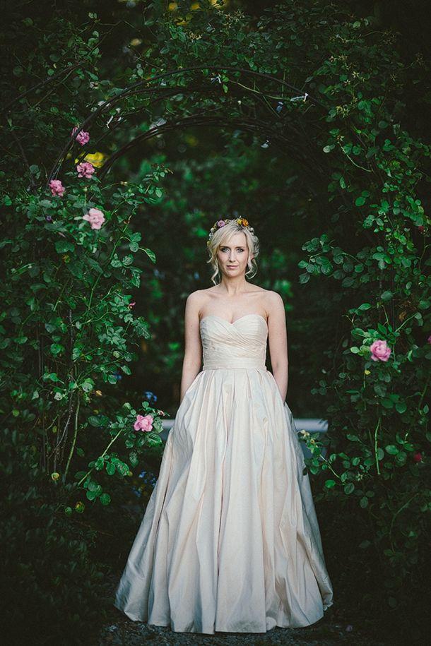 Oyster wedding dress with pockets | SouthBound Bride | http://www.southboundbride.com/perfectly-protea-vrede-en-lust-wedding-sybrand-cillie-carlen-lynton | Credit: Sybrand Cillié