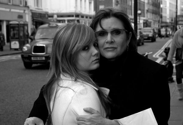 Carrie Fisher Daughter | Carrie Fisher poses with her daughter, Billie Lourd, born on July 17 ...