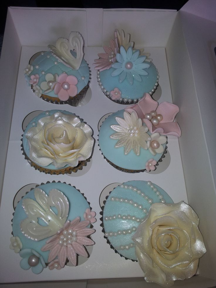 Beautiful vintage gift box cupcakes