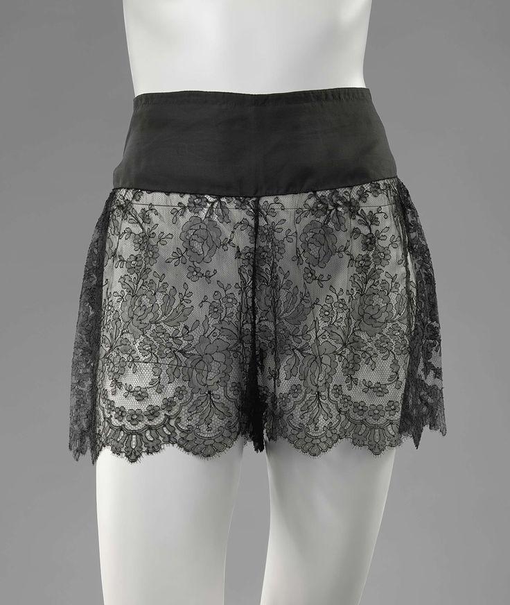 Directoire van zwarte zijde en machinale Chantilly kant, Anonymous, c. 1920 - c. 1930
