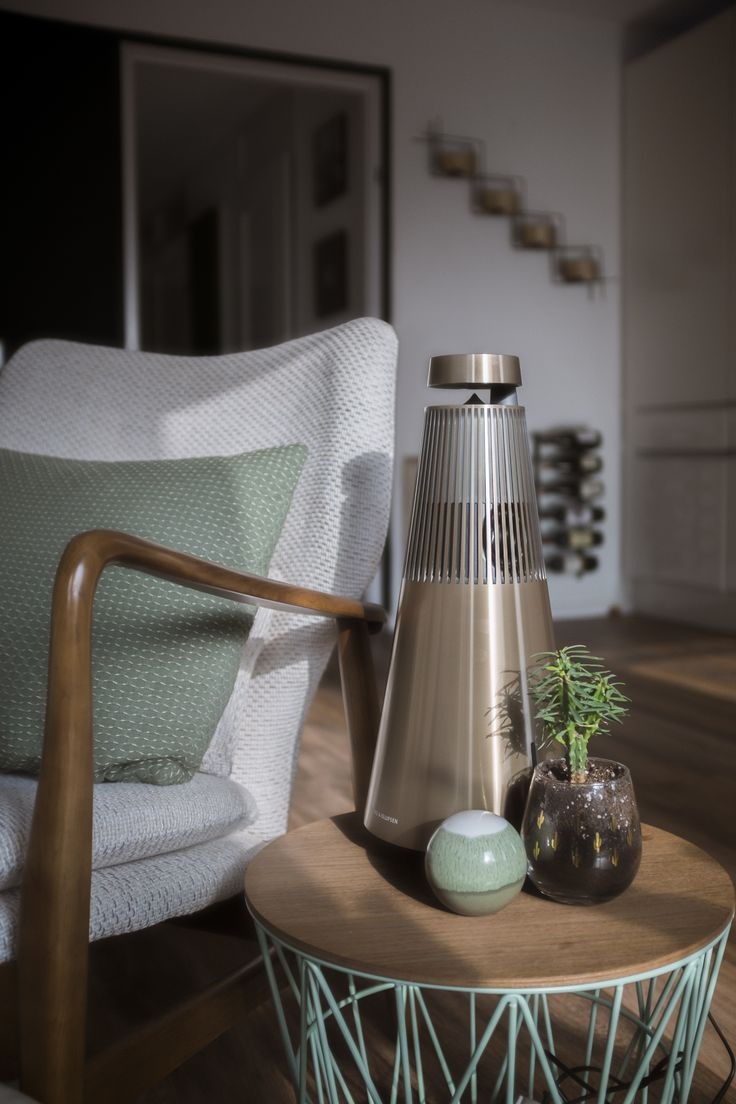 Stunning photo of the BeoSound 2 lovely placed on the small table next to the chair! Thank you for sharing @nicklifely