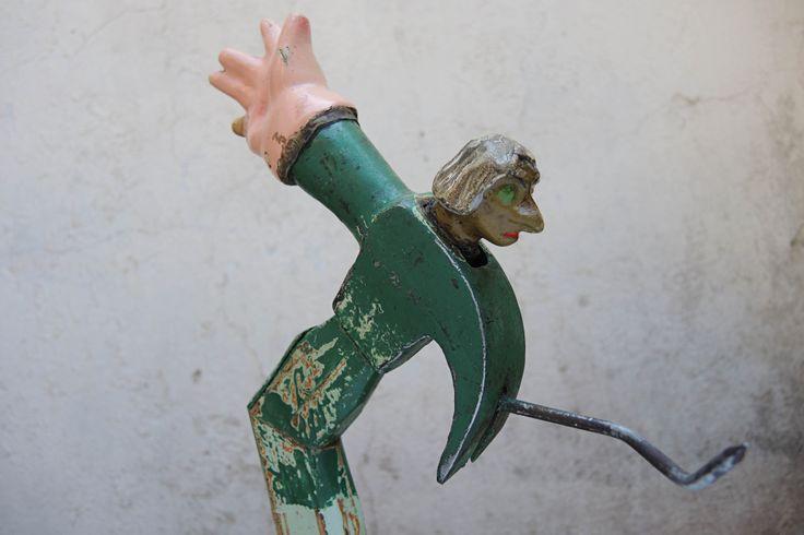 bruja dartagnan_2014 matillo, madera, clavo, cabeza de bruja títere, mano de yeso.