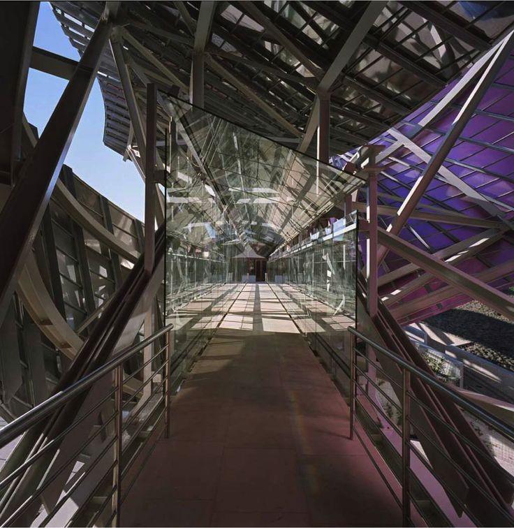 project:MARQUÉS DE RISCAL Location:Rioja, Spain designer:Frank Gehry date:2007Titanium