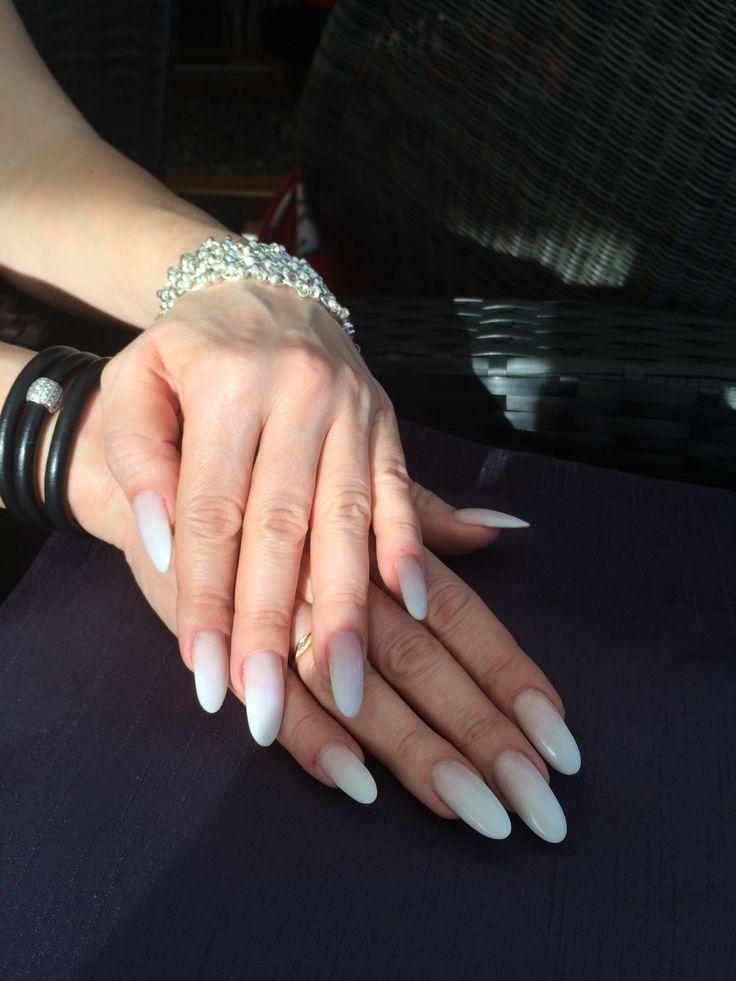 Mina egna naturligt långa naglar med fadad framsk manikyr.