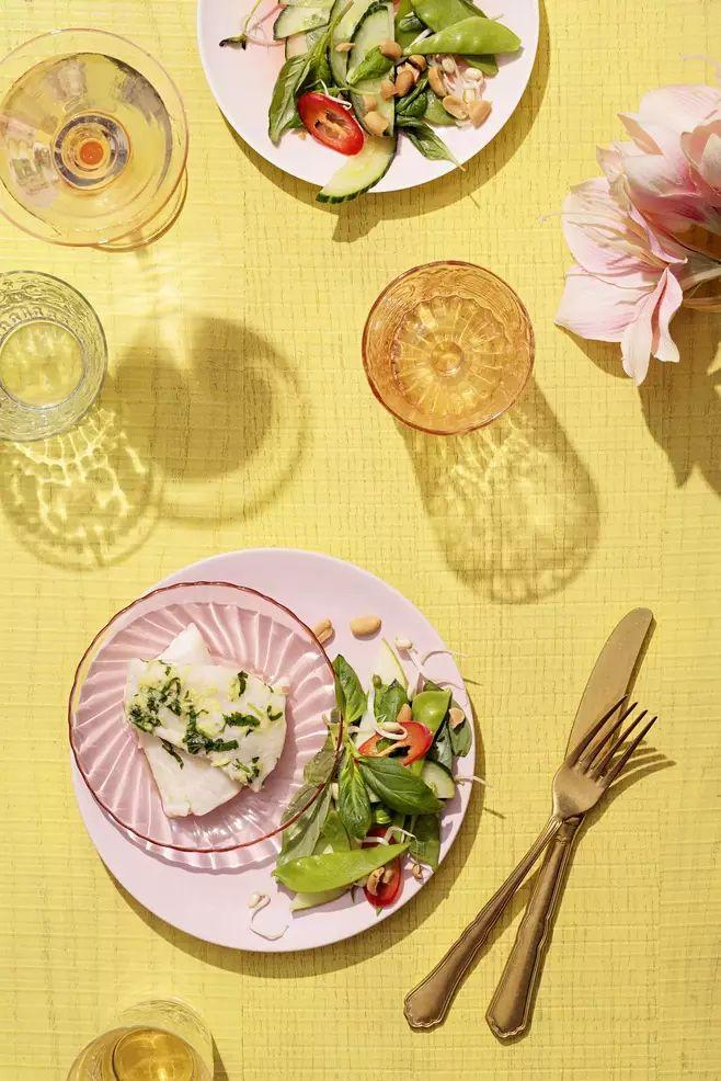 Maukas ja mehevä kuha saa parikseen aromikkaan ja ilmavan salaatin.