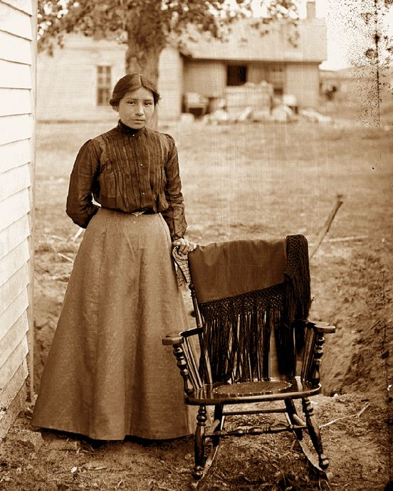 history of the american working woman The history of the american dream at first, the declaration only extended the dream to white property-owners however, the idea of inalienable rights was so powerful that laws were added to extend these rights to slaves, women, and non-property owners.