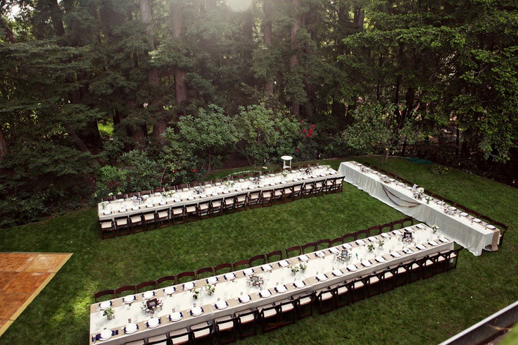 Fantastic family style wedding seating. I love this! I would just like to the dance floor to be in the center if it worked