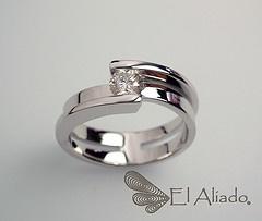 """© Anillo """"Between us"""" oro blanco 18k con diamante de 30 puntos talla brillante."""