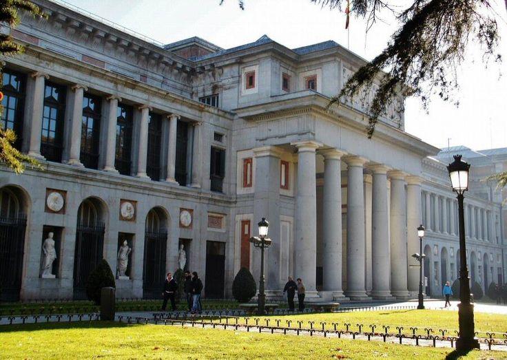 Museo del Prado en el paseo del Prado en Madrid